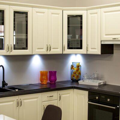 wall cabinets on maui 3